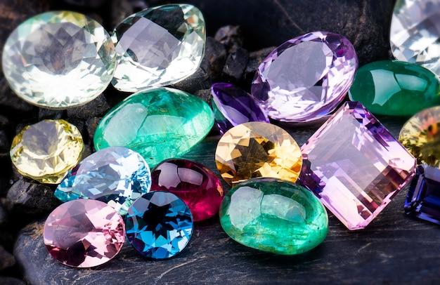 Edelstenen collectie sieraden set.