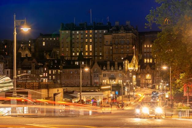 Edinburgh street bij zonsondergang