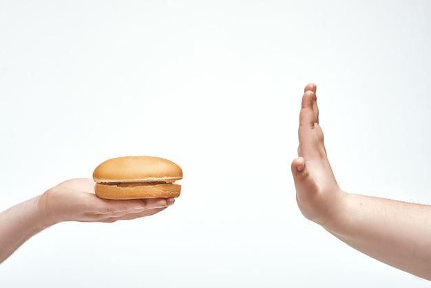 Een aanbod om schadelijk voedsel te nemen weigeren