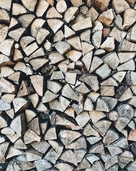 Een abstract patroon met houtstapels