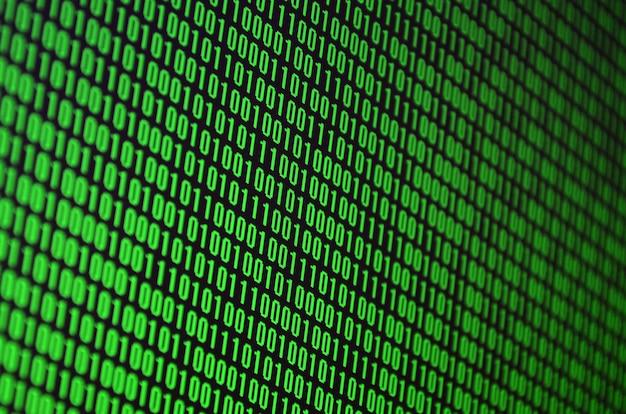 Een afbeelding van een binaire code die bestaat uit een reeks groene cijfers