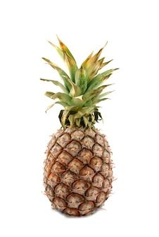 Een ananas geïsoleerd op een witte achtergrond