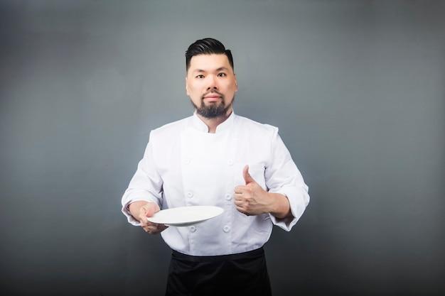 Een aziatische mannelijke chef