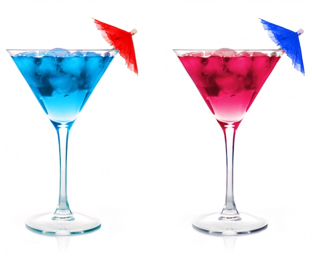 Een blauwe cocktail-martini