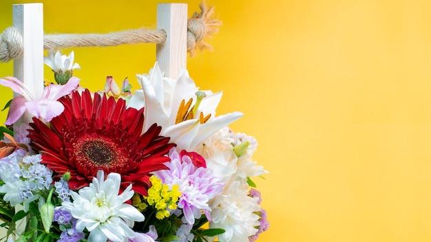 Een boeket bloemen van gerbera's