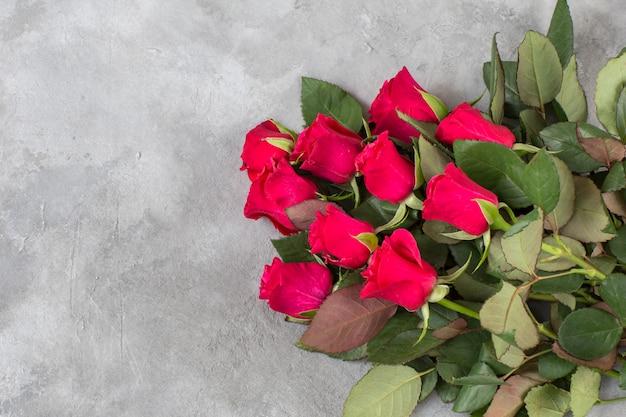 Een boeket rode rozen