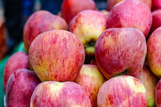 Een bos hele rijpe appel