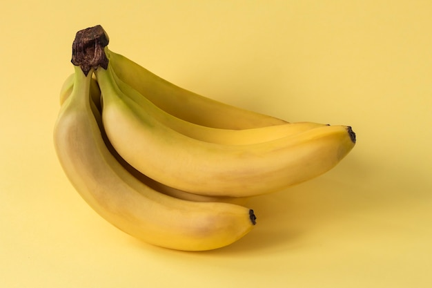 Een bos van gele bananenclose-up.