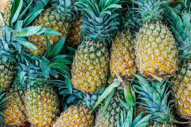 Een bosje sappige ananas