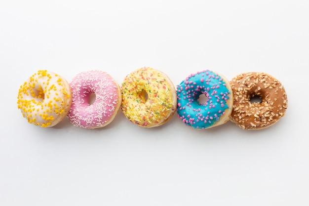 Een bovenaanzicht van donuts