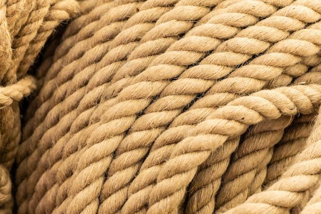 Een bundel dikke vlas geweven touwen