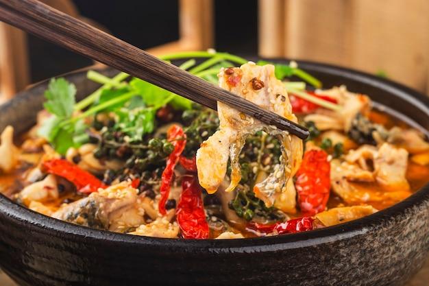 Een chinese lekkernij: gekookte vis