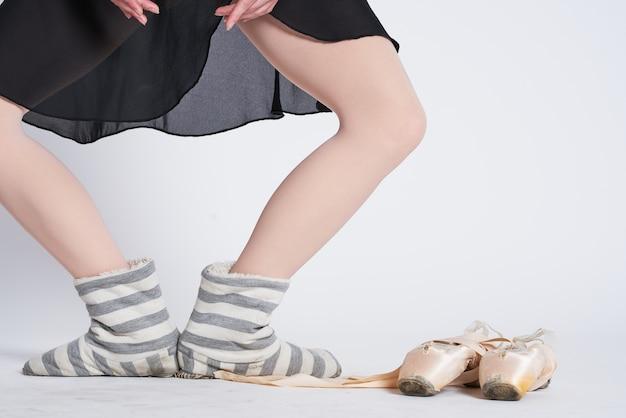 Een close up van de benen van de ballerina