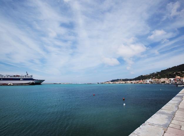 Een deel van de haven en van de stad zakinthos, griekenland