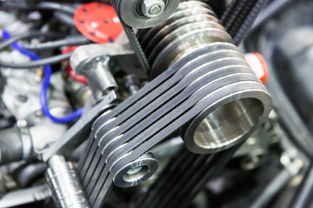 Een deel van de motor van een auto
