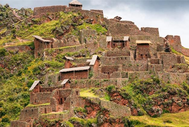Een deel van het oude inca-dorp, picas. peru. zuid-amerika