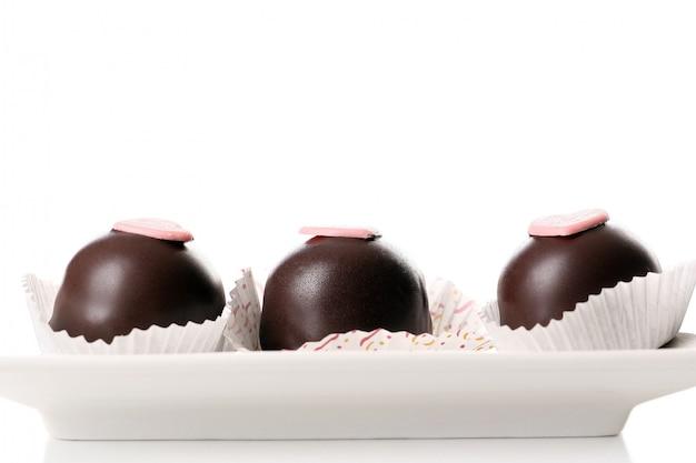 Een dessertvruchtentaart met chocolade