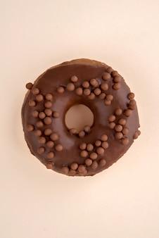 Een donut met vlokken