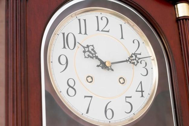 Een eenvoudige klok uur close-up, minuten aftellen cirkel