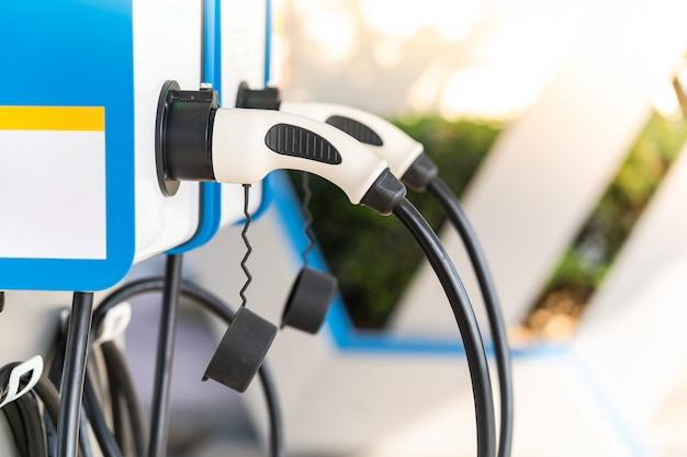 Een elektrische auto opladen