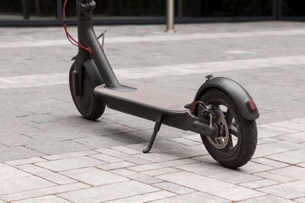 Een elektrische scooter op straat