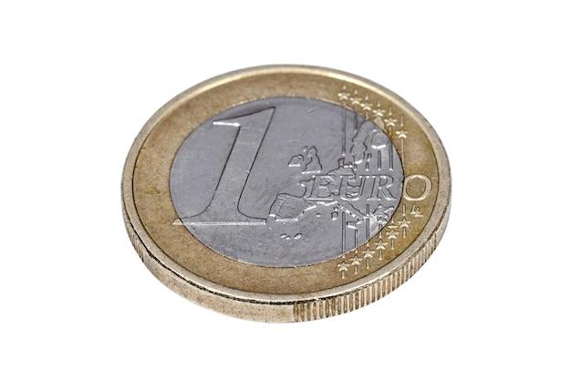 Een euromunt geïsoleerd op een witte achtergrond