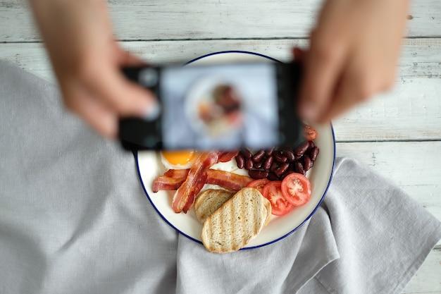 Een foto maken van een engels ontbijt
