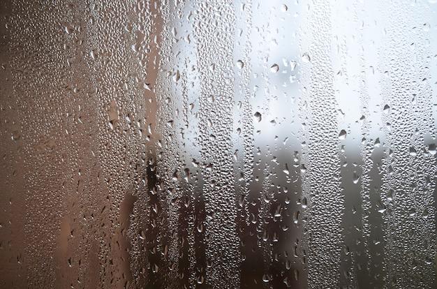 Een foto van het glazen oppervlak van het venster