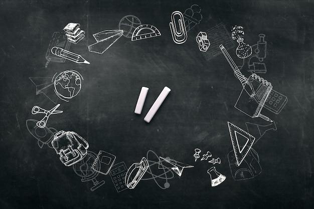 Een frame gemaakt van krijt krabbel achtergrond op een schoolbord