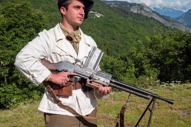Een franse berginfanterie-soldaat tijdens de tweede wereldoorlog