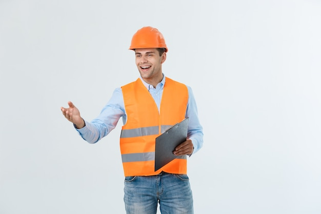 Een geïsoleerde aannemer met zijn hand uit voor een handdruk.