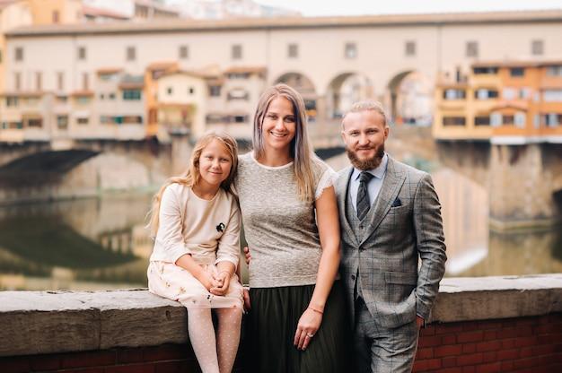 Een gelukkig gezin in florence.