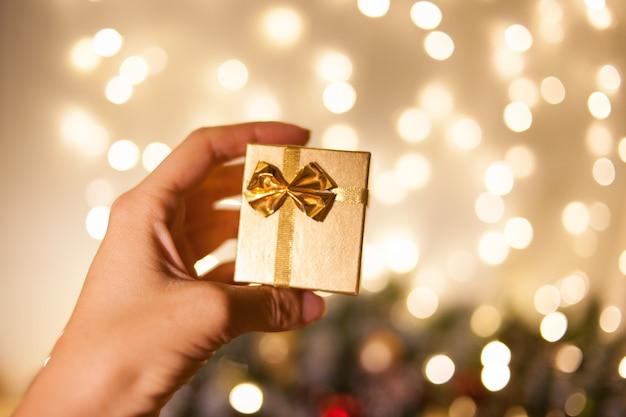 Een geschenk voor kerstmis en nieuwjaar. verpakking voor sieraden
