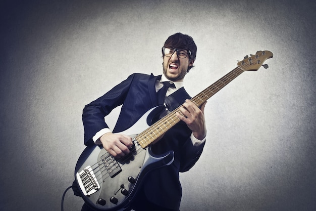 Een gitaar beoefenen