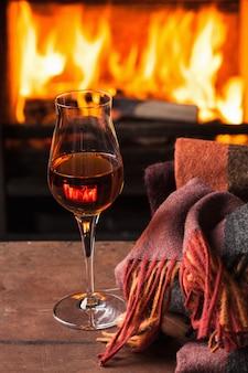 Een glas cognac voor open haard