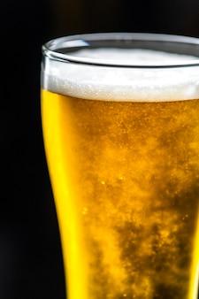 Een glas koude bier macrofotografie