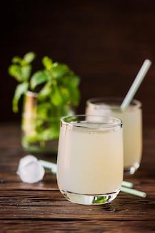 Een glas verse cocktail