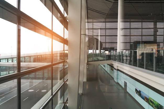 Een gloednieuwe vertreklounge op de luchthaven