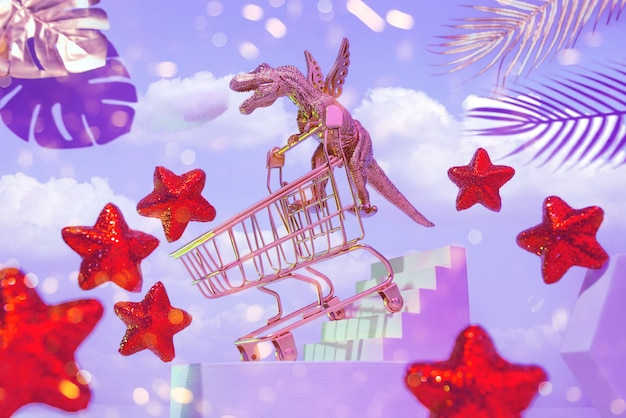 Een gouden dinosaurus op vleugels met een trolley daalt de trap af om te winkelen, rond de hemel, rode sterren, palmbladeren, het concept van een grote verkoop