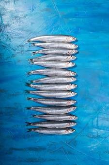 Een groep ansjovis. gevangen vis, italië, regio apulië