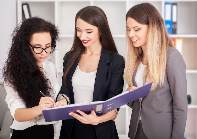 Een groep succesvolle zakenmensen