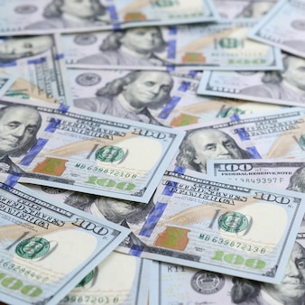 Een groot aantal amerikaanse dollarrekeningen