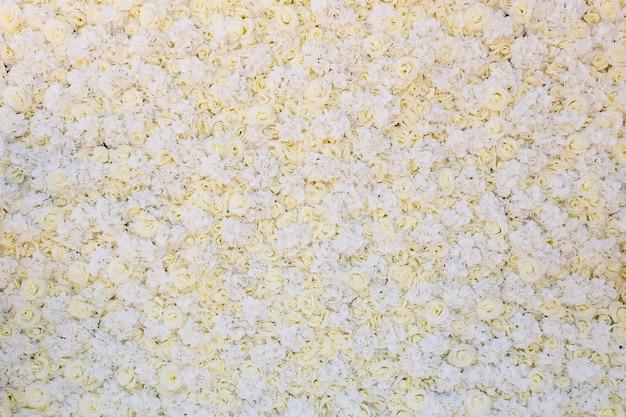 Een groot boeket van witte rozen, textuur