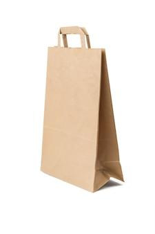 Een grote papieren zak voor producten geïsoleerd op een witte achtergrond. Premium Foto