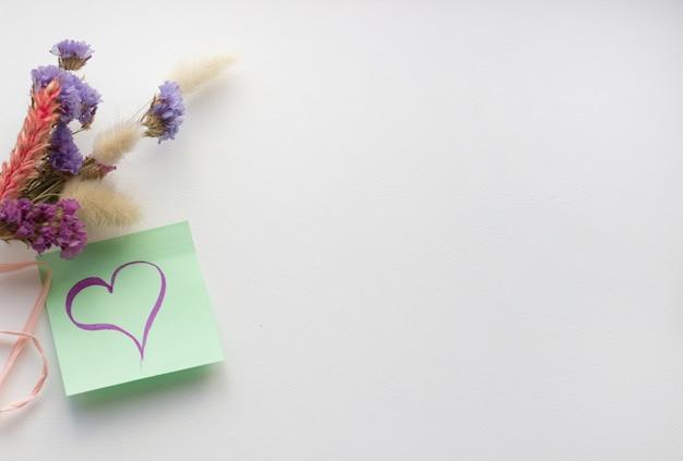 Een hart tekenen op papier