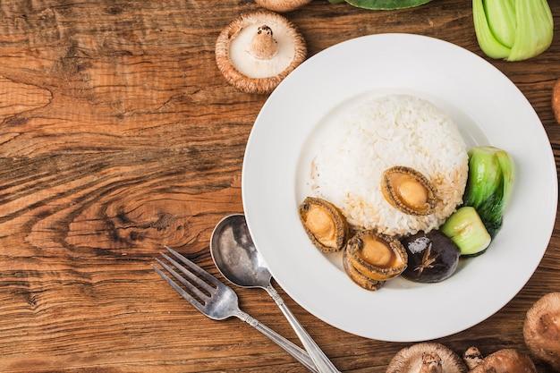 Een heerlijke abalone met rijst