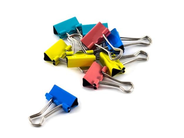 Een heleboel kantoor wasknijpers in verschillende kleuren
