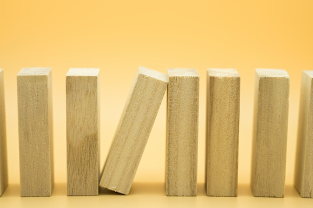 Een houten blokkering stopt het effect van houten blokken.