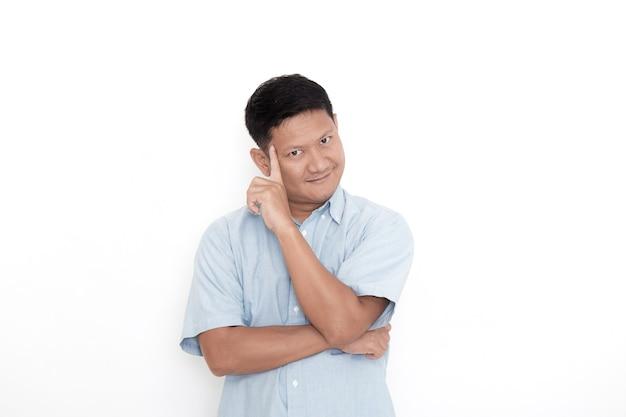 Een jonge aziatische man t