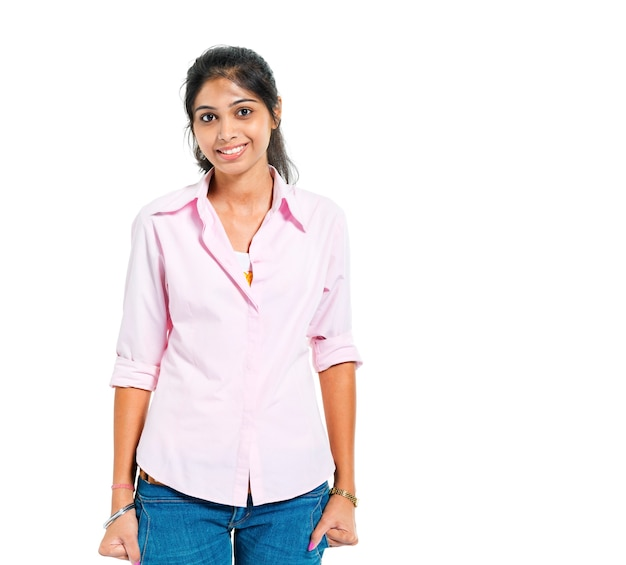 Een jonge vrolijke indiase vrouw